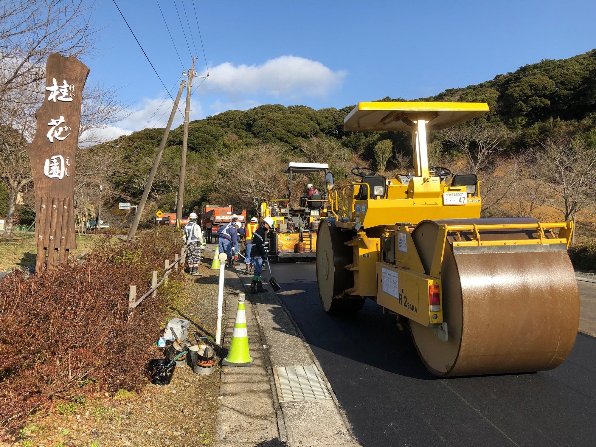 道路工事が始まりました。
